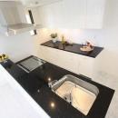 白を基調としたキッチン2