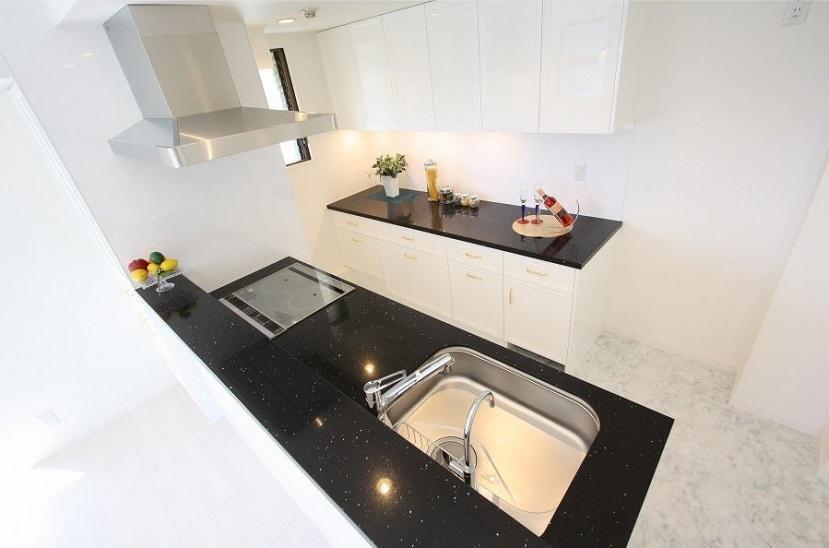 統一感のある家の写真 白を基調としたキッチン2