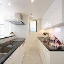 白を基調としたキッチン3