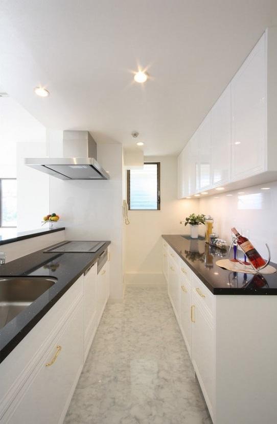 統一感のある家の写真 白を基調としたキッチン3