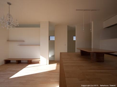 小倉の家の部屋 落ち浮いた雰囲気のリビング(日中)中心部