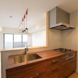 三大銘木ウォールナットの快適空間作り「Beach Style リノベーション」 (キッチン)