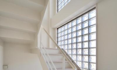 W邸-都心に建つ瀟洒な二世帯住宅-東京・神楽坂 (階段)