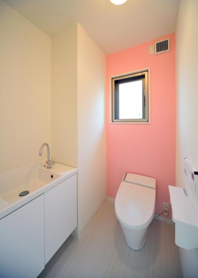 W邸-都心に建つ瀟洒な二世帯住宅-東京・神楽坂 (2F トイレ)