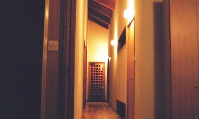 うすきの家-時がゆったりと流れる家-大分・臼杵 (廊下)