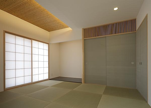 がけ地に建つ家の部屋 和室