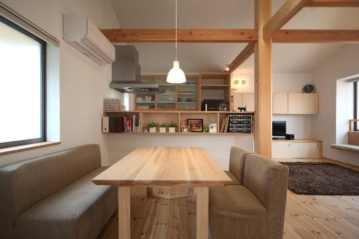 建築家:青木昌則建築研究所「桜並木を眺める小さな家」