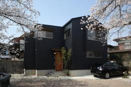 桜並木を眺める小さな家 (外観)