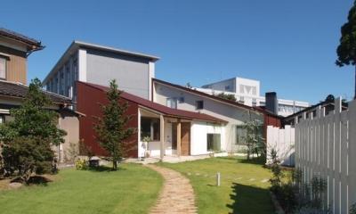 庭と暮らす家