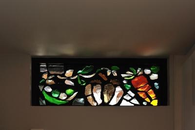 T邸-古都に建つ桜と池を望む家-奈良 (ステンドグラス(キッチン))