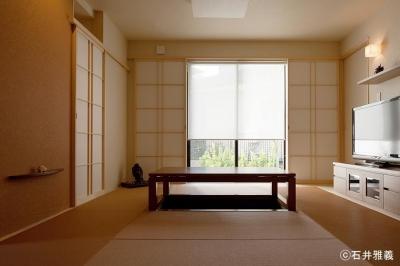 黒の焼杉と大開口が象徴的な2世帯住宅|桜川の家 (掘りごたつのあるお茶の間)