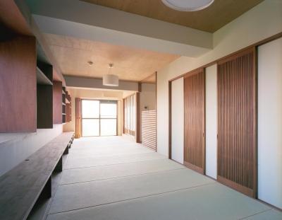 アンティーク建具を使った畳部屋 (旅館のくつろぎを自宅で感じる家:『東京都府中市M邸』)