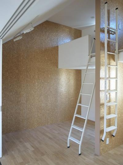 ロフトのある子供室 (住宅密集地で陽光の恵みを受けるRC住宅|つばさの家)