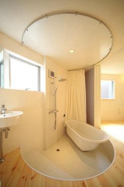 バス/トイレ事例:バスルーム2(撮影:永石写真事務所)(『ミニマムハウス』 9坪の敷地に建つアトリエ住宅)