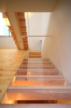 ミニマムハウス te-houseの部屋 階段下の床(撮影:永石写真事務所)