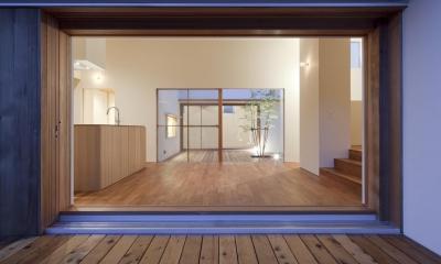 高浜の家/中庭を囲む平屋の住まい (居間)