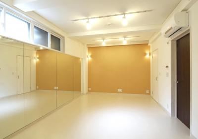 クラシックバレーの練習ができる部屋 (間之町の家#子供のお友達がたくさん呼べる家)