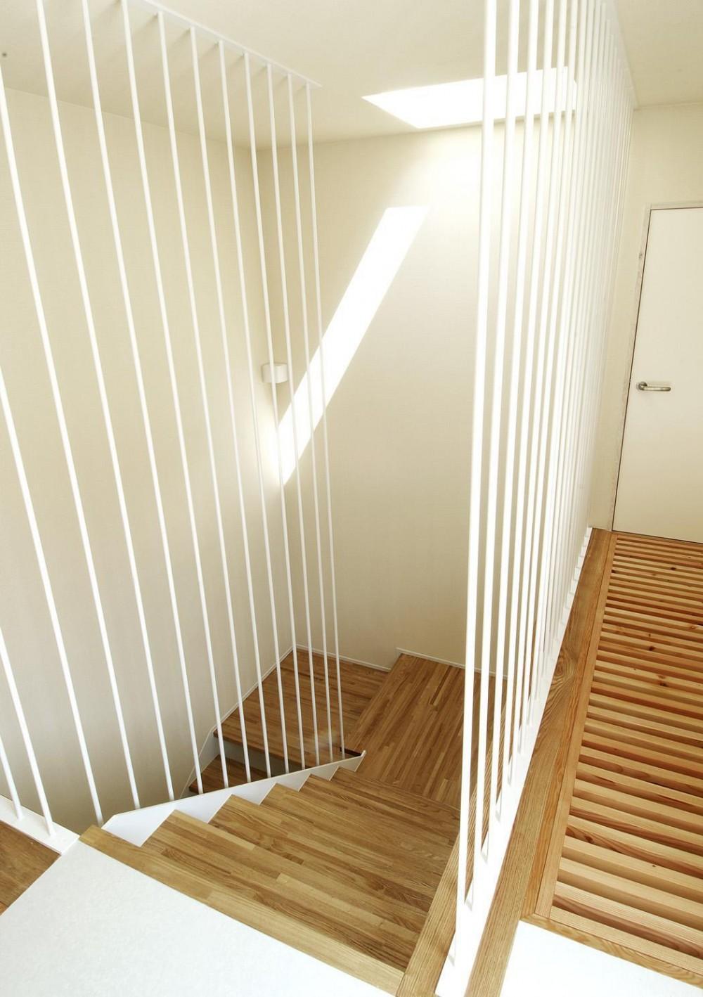 間之町の家#子供のお友達がたくさん呼べる家 (明るい階段)