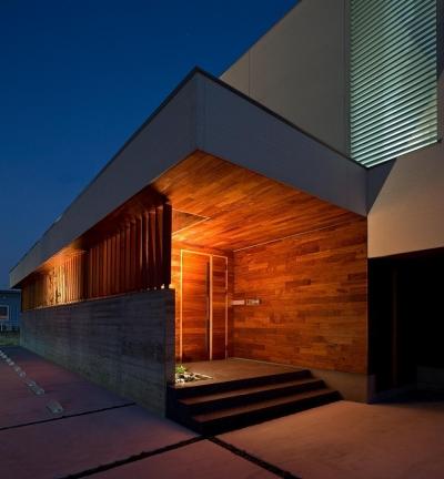 玄関 (N8-house「Ⅲ-BOXの家」)
