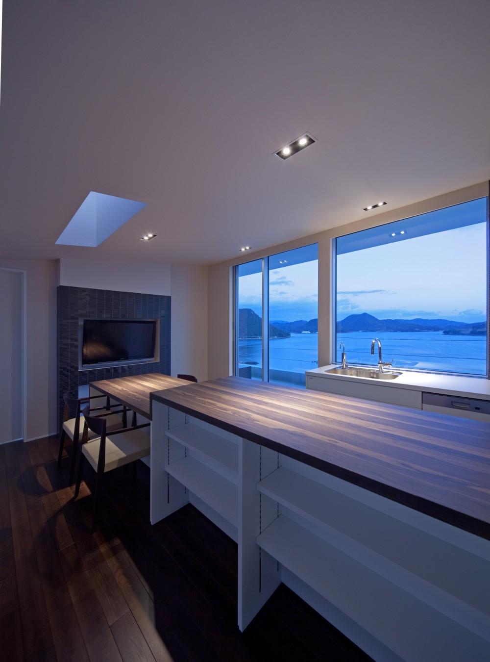 I-house「水平線の家」 (リビングダイニング)