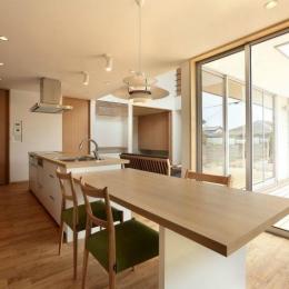 趣味を楽しむ土間の家 (ダイニングキッチン)