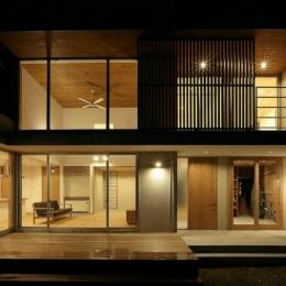 趣味を楽しむ土間の家 (外観-夜景)