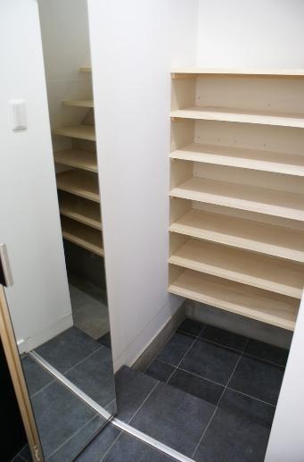 SA邸の部屋 玄関部 大容量収納