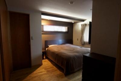 落ち着いた空間のベッドルーム (深大寺の家)