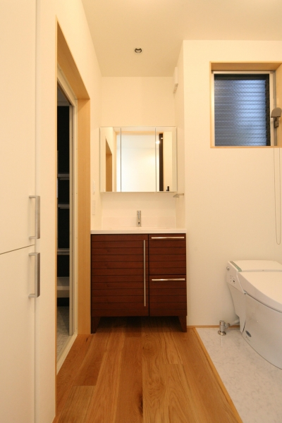 洗面室 (東金町の家)
