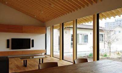 八幡の家 (リビング)