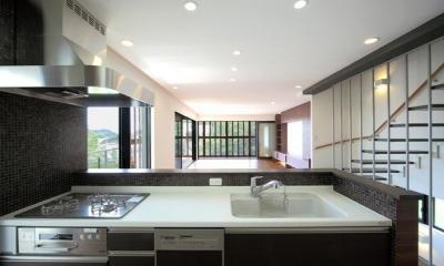 キッチン|傾斜地の家1