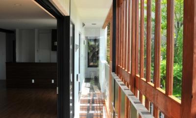 傾斜地の家1 (縁側バルコニー)