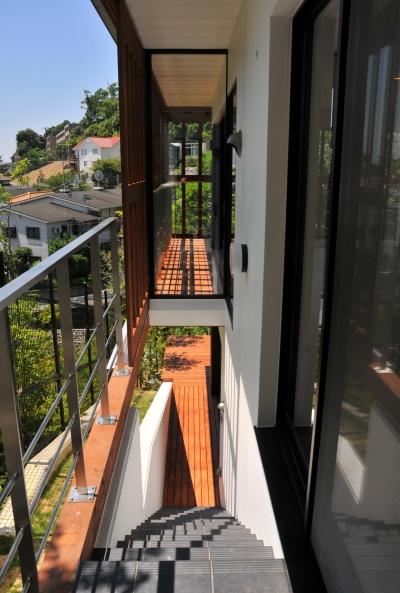 傾斜地の家1 (屋外階段)