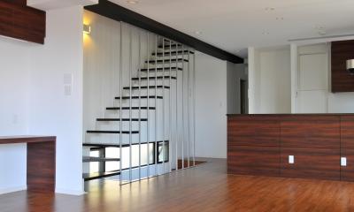 傾斜地の家1 (ストリップ階段)