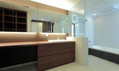 洗面室|傾斜地の家1