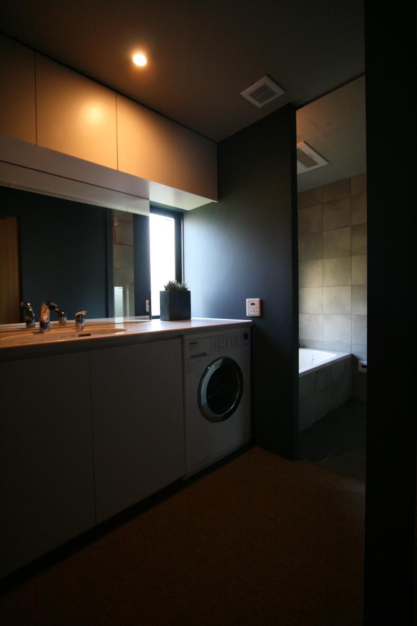 腰越の家の部屋 洗面室