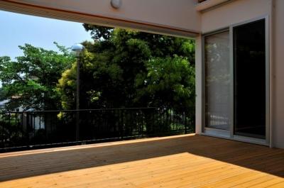 中庭(木製格子開放時) (中庭のある家)