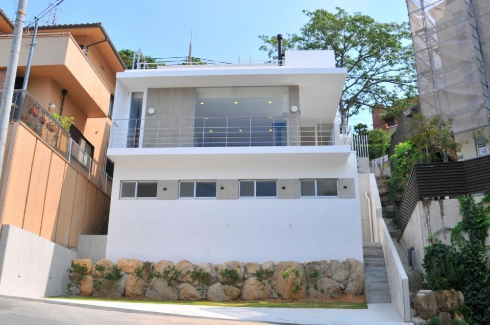 傾斜地の家2 (南側道路外観2)