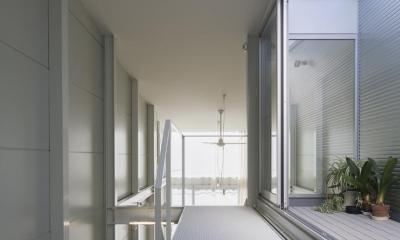家事室からLDK吹き抜け。|『』の家|鉄骨狭小スキップフロアのガレージハウス【大阪市】