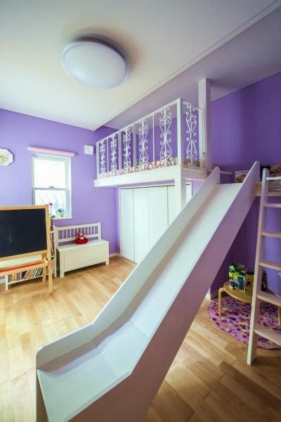 子供部屋 (モダンな暮らし、美しい「白」を基調とした家)