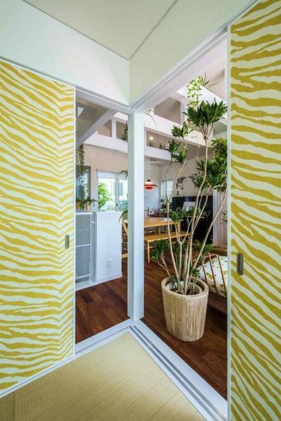 和コーナーの襖戸を白い空間のアクセントに (モダンな暮らし、美しい「白」を基調とした家)