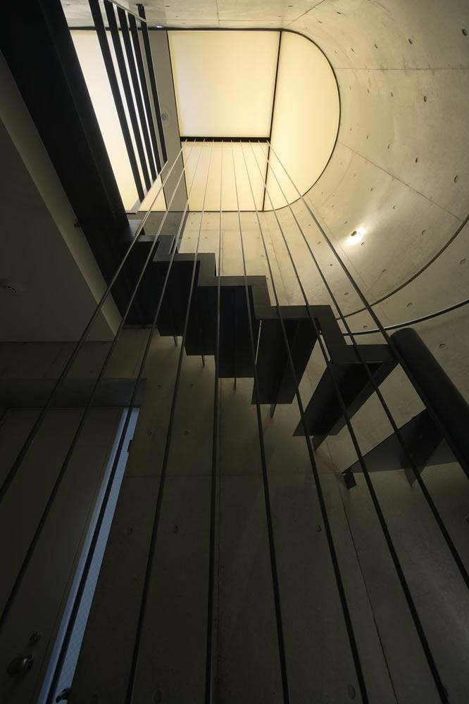 建築家:桑原聡「est」