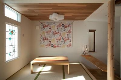 fikaをたのしむ、北欧スタイルの家 (リビングの小上がり畳コーナ)