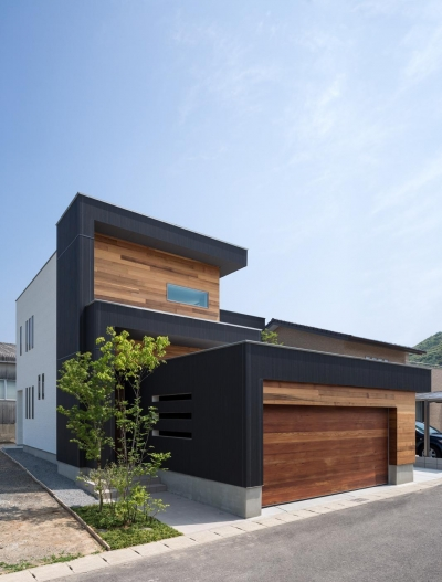 外観 (M4-house「重なり合う家」)