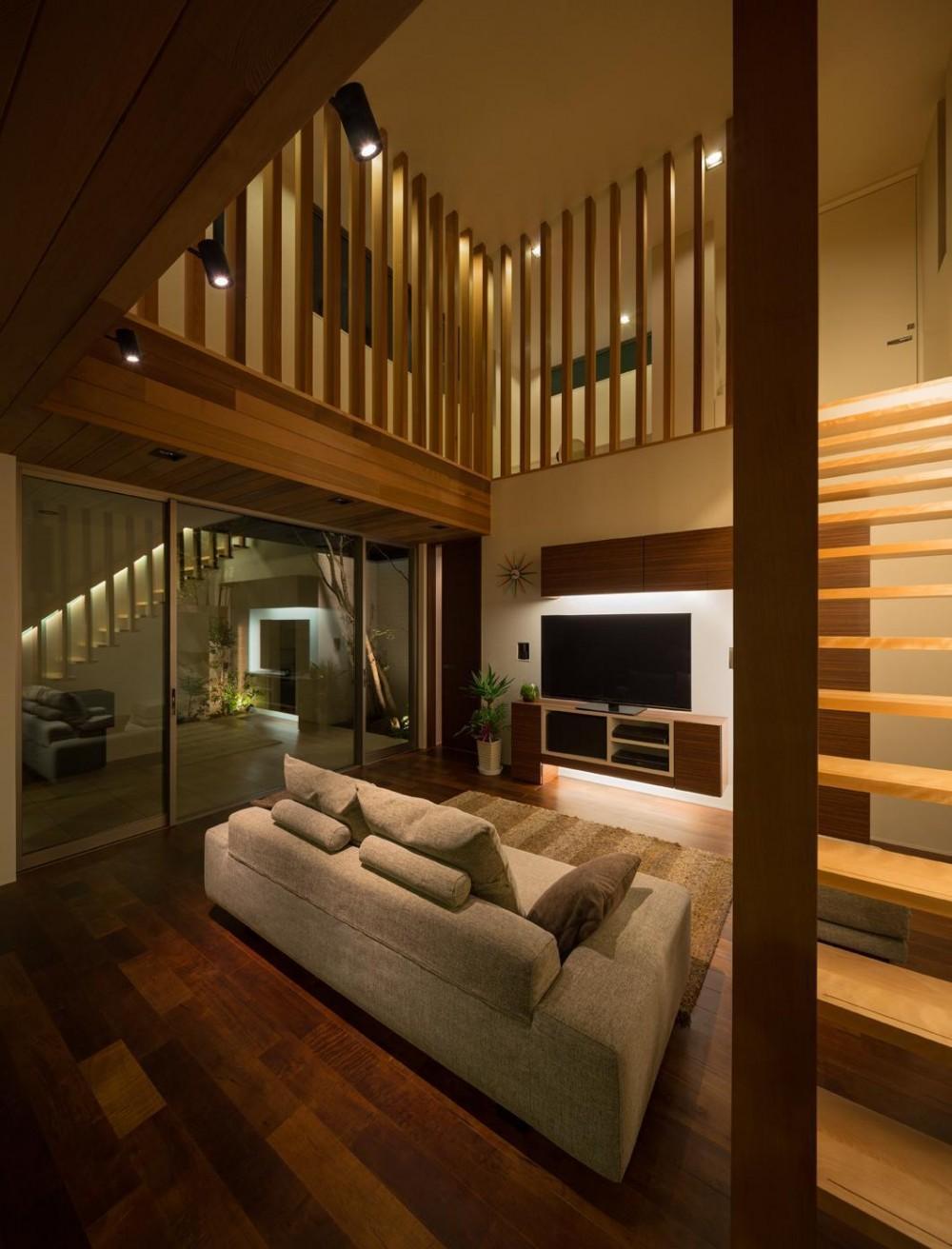 M4-house「重なり合う家」 (リビングダイニング)
