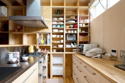 71/100 木箱・久我山 (柱を利用したキッチン収納)