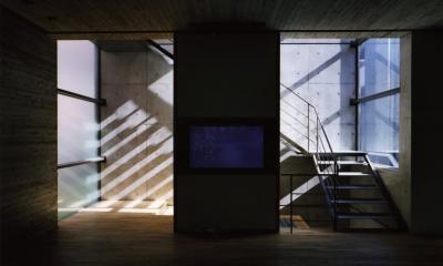 赤坂のゲストハウス AKS (階段)