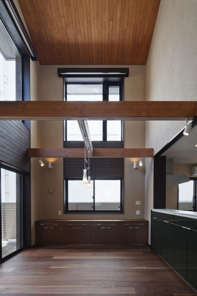 右京の家#アール階段のある広々としたリビング (吹抜けのダイニング)