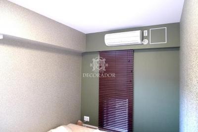 ホテルのような落ち着いた寝室 (新築であってもどんどん壁紙張り替えちゃいます!)