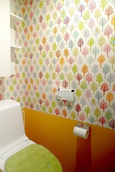 新築であってもどんどん壁紙張り替えちゃいます! (とてもカラフルで楽しいお手洗い)